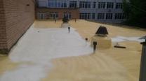 Гидроизоляция крыши колледжа - Наносим кровельный пенополиуретан